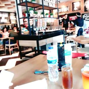 Foto 6 - Interior di Pizza Hut oleh abigail lin