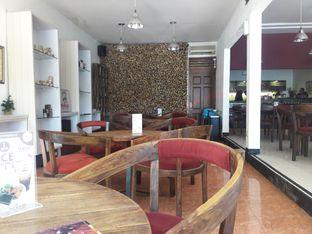 Foto 2 - Interior di Rollaas Coffee & Tea oleh Nisanis