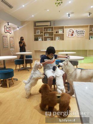 Foto 2 - Interior di Boogie Doggie Pet Cafe oleh Ladyonaf @placetogoandeat