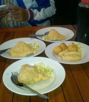 Foto 1 - Makanan(Pempek Lenjer 3pcs (15k) ) di Pempek Megaria oleh Renodaneswara @caesarinodswr