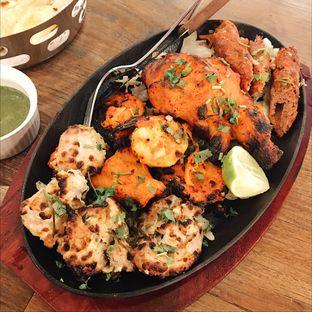 Foto 3 - Makanan(Mix tandori platter) di Little India Restaurant oleh Jeljel