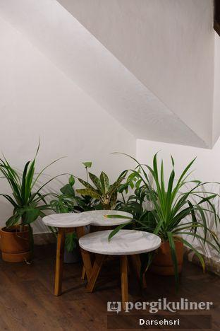 Foto 10 - Interior di Simetri Coffee Roasters oleh Darsehsri Handayani