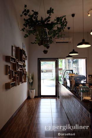 Foto 7 - Interior di Dimitree Coffee & Eatery oleh Darsehsri Handayani
