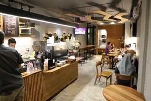 Foto 10 - Interior di MacKenzie Coffee oleh Mola Hidratinum