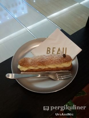 Foto 9 - Makanan(White coffee eclair) di Beau oleh UrsAndNic