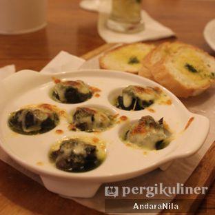 Foto 1 - Makanan(his Escargot au Pesto) di Frenchie oleh AndaraNila