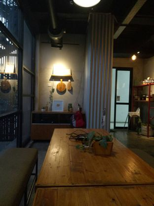 Foto 2 - Interior di Routine Coffee & Eatery oleh Andin | @meandfood_