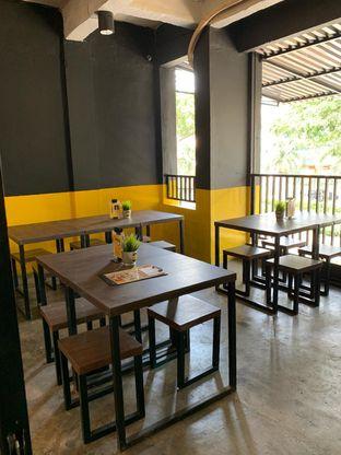 Foto 3 - Interior di Warung Kukuruyuk oleh Ken @bigtummy_culinary