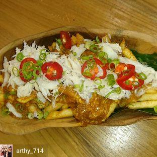 Foto 4 - Makanan(Singapore Chili Crab Fries) di Caffe Pralet oleh arthy_714