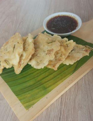 Foto 4 - Makanan(Tempe Mendoan (IDR 33k) ) di Cecemuwe Cafe and Space oleh Renodaneswara @caesarinodswr