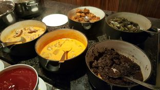 Foto 8 - Makanan di The Cafe - Hotel Mulia oleh Vising Lie