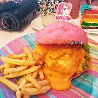 Foto 1 - Makanan(Burger Unicorn) di Miss Unicorn oleh duocicip