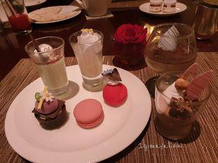 Foto 6 - Makanan di The Cafe - Hotel Mulia oleh mayalizhi
