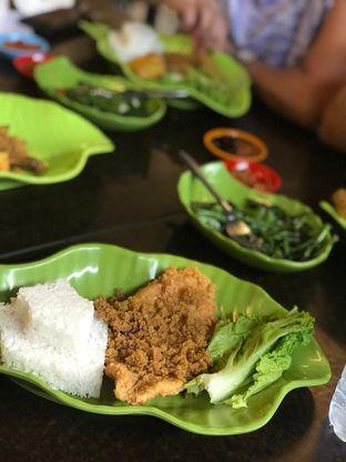 Foto 8 - Makanan di Ayam Kremes Kraton oleh Makan2 TV Food & Travel
