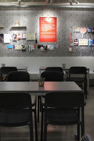 Foto 6 - Interior di Tu7uhari Coffee oleh Prido ZH
