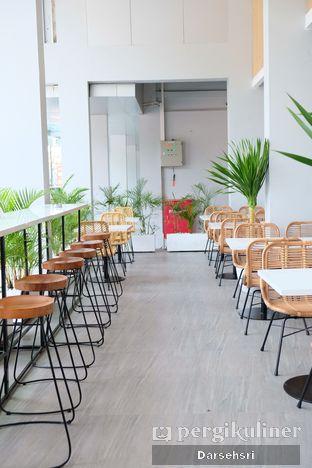 Foto 6 - Interior di Dailydose Coffee & Eatery oleh Darsehsri Handayani