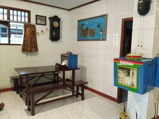 Foto 7 - Interior di Ayam Goreng Bacem Mbok Sum oleh yeli nurlena