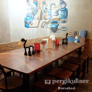 Foto 6 - Interior di Gerilya Coffee and Roastery oleh Darsehsri Handayani