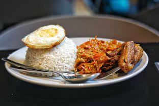 Foto 5 - Makanan(Nasi Ayam Penyet Ga Nyante Pedasnya) di Upnormal Coffee Roasters oleh Fadhlur Rohman
