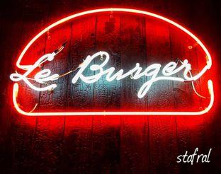 Foto 6 - Interior di Le Burger oleh Stanzazone