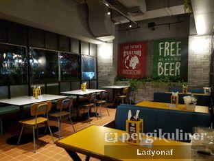 Foto 7 - Interior di The People's Cafe oleh Ladyonaf @placetogoandeat