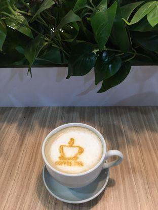 Foto 1 - Makanan(hot capuccino) di Coffee Zen oleh Jeljel