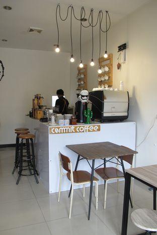 Foto 3 - Interior di Commit Coffee oleh Kuliner Addict Bandung