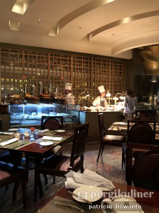 Foto 10 - Interior(sanitize(image.caption)) di The Cafe - Hotel Mulia oleh Patsyy