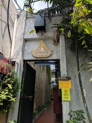 Foto 2 - Interior di Giyanti Coffee Roastery oleh Nafinia Putra