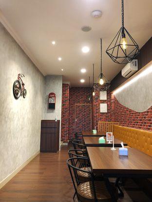 Foto 1 - Interior di Raffa Cafe & Coffee oleh kdsct