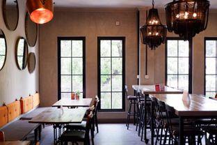 Foto 16 - Interior di Burns Cafe oleh yudistira ishak abrar