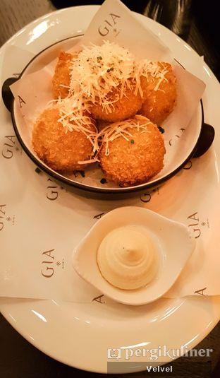Foto 3 - Makanan( Cacio E Pepe Arancini with Gorgonzola Sauce) di Gia Restaurant & Bar oleh Velvel