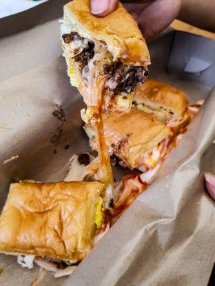 Foto review Roti John XL oleh Adhy Musaad 2