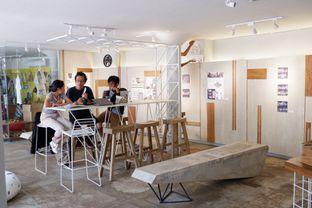 Foto 10 - Interior di Artwork Coffee Space oleh yudistira ishak abrar