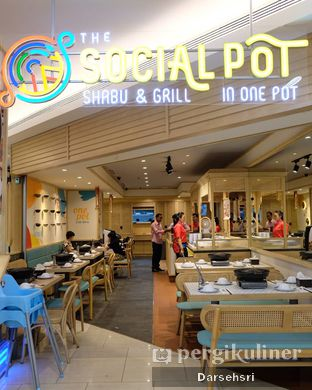 Foto 7 - Interior di The Social Pot oleh Darsehsri Handayani