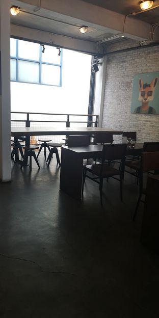 Foto 4 - Interior di Koultoura Coffee oleh om doyanjajan