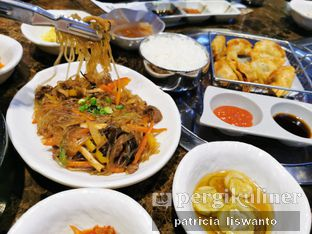 Foto 2 - Makanan(Jabchae & vegetable mandu) di Yongdaeri oleh Patsyy