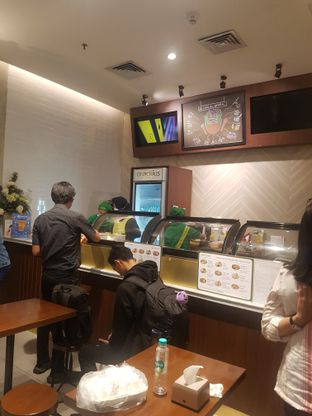 Foto 6 - Interior di Crunchaus Salads oleh Yuli || IG: @franzeskayuli