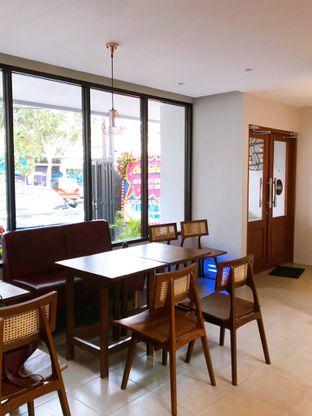 Foto 12 - Interior di Likely Cafe & Resto oleh yudistira ishak abrar