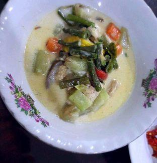 Foto 5 - Makanan di Nasi Uduk Ibu Jum oleh heiyika