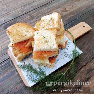 Foto 5 - Makanan(Smoked salmon sandwich) di Lox Smoked Salmon oleh dinny mayangsari