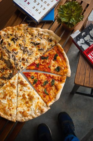 Foto review Sliced Pizzeria oleh yudistira ishak abrar 2
