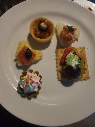 Foto - Makanan di Skyview Pool & Bar - Mercure Hotel oleh Fika Sutanto