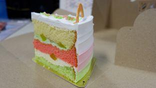 Foto 2 - Makanan(Es Teler Cake) di Colette & Lola oleh Chrisilya Thoeng