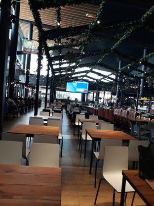 Foto 2 - Interior di Hi Fries oleh Maissy  (@cici.adek.kuliner)