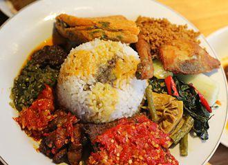 6 Tempat Makan Enak Dekat Stasiun di Jakarta