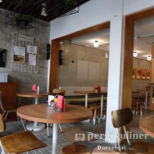 Foto 7 - Interior di Burgreens Express oleh Darsehsri Handayani