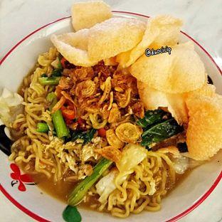 Foto 1 - Makanan(Mie nyemek) di Bakmi Sombong oleh felita [@duocicip]
