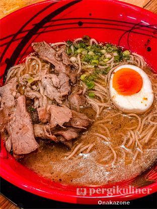 Foto 2 - Makanan di Universal Noodle Ichiro Ramen Market oleh Onaka Zone