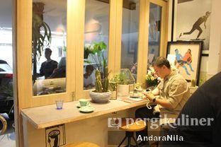Foto 10 - Interior di 7 Speed Coffee oleh AndaraNila